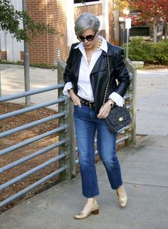 how to wear a moto jacket and blue jeans (cropped flare jeans). Love that Talbots bag. Over 50 Womens Fashion, Fashion Over 50, Fashion Outfits, Fashion Tips, Fashion Trends, Get Dressed, Flare Jeans, Sexy, Winter Fashion