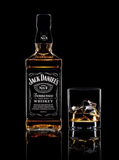 Warren Ryley Still Life Photography Spotlight Oct 2016 magazine Production P Whiskey Drinks, Cigars And Whiskey, Scotch Whiskey, Glass Photography, Still Life Photography, Light Photography, Jack Daniels Drinks, Jack Daniels Bottle, Alcohol Bottles