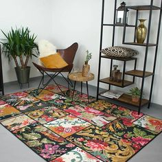 Patchwork Rozenkelim vloerkleed - Rosa Red - Volero Unique Flooring, Flooring Options, Rosa Pink, Floral Area Rugs, Patchwork Rugs, Furniture Makeover, Needlework, Mosaic, Ikea