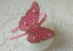 Linda tiara de borboleta em perolas rosa com detalhes em stras, muito delicada....    Pode ser feita em outras cores