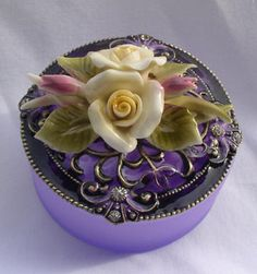 I just love pretty little trinket boxes. Jewellery Boxes, Jewelry Box, Bottle Box, Pretty Box, Pill Boxes, Tiny Treasures, All Things Purple, Little Boxes, Dose