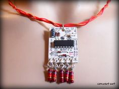 Necklaces from recycled electronic circuits | Recyclart