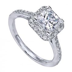 The perfect princess cut diamond halo engagement ring! <3