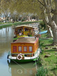 On a barge, going down a river in France, The Netherlands, England. A wonderful dream. Canal Barge, Canal Boat, Barge Holidays, Cool Places To Visit, Places To Go, Canal Du Midi, Houseboat Living, Living On A Boat, Wood Boat Plans