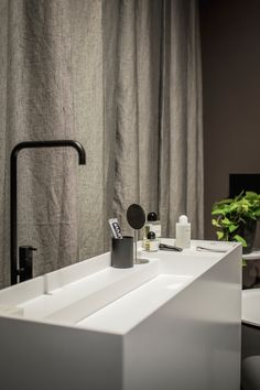 During the presentation of Clairz Interior Design and Sjartec Badkamers at Salon Residence 2017, Peter Baas HDR Fotografie made this beautiful picture of our Scape basin. Designer Scape: Joost van der Vecht #notonlywhite