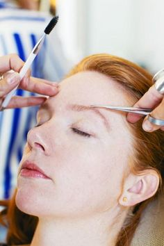 Step by step tutorial on how to do your own brows (photos by Steven Simko)
