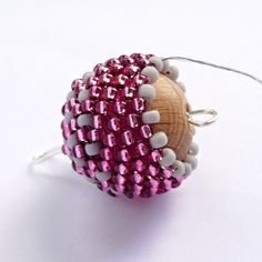 It is a website for handmade creations,with free patterns for croshet and knitting , in many techniques & designs. Seed Bead Jewelry, Bead Jewellery, Beaded Jewelry, Beaded Bead, Beading Tutorials, Beading Patterns, Bead Crafts, Jewelry Crafts, Crochet Basket Pattern