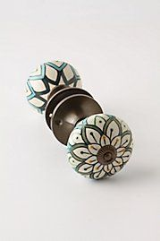 screw $50 from anthropologie, i'll paint my own doorknobs! these do rock though.. :)