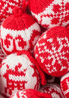 Free Christmas Knitting Patterns - The Ultimate Resource Christmas Knitting Patterns, Knitting Patterns Free, Free Pattern, Knitting Ideas, Knitting Projects, Crochet Patterns, Christmas Balls, Christmas Angels, Christmas Crafts