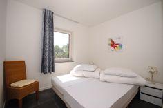 Appartement Kooiker Ameland - Slaapkamer 2 met twee losse Boxspring bedden. #Ameland #Kooiker #verhuur #genieten #appartement #kooikerverhuur http://kooiker-ameland.nl