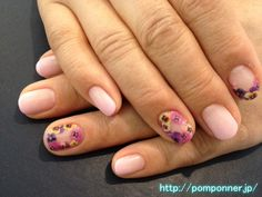 I put a flower of pansies in pink gradient. I was placed as shown in the example is floral and not to do too much showy. Impression it changes to where to put a floral design.