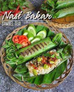 Nasi Bakar, Nasi Liwet, Do It Yourself Food, Food Texture, Food Obsession, Indonesian Food, Indonesian Recipes, Food Platters, Cafe Food