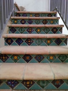 Favorite Stair Riser Tile Designs and Tips Stair Riser using decorative tiles 'on point' Front Porch Stairs, Outside Stairs, Exterior Tiles, Exterior Stairs, Tiled Staircase, Tile On Stairs, Staircases, Painted Stair Risers, Porch Tile