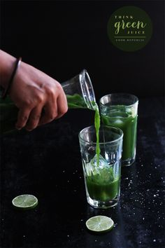 Juice without a Juicer. 1 celery stick with leaves, chopped 1 green apple, cored and chopped 2 large kale leaves, stems removed 1 cucumber, chopped 1/2 inch piece of ginger, chopped handful of spinach leaves handful of mint leaves juice of 2 limes 2 teaspoons stevia (or raw sugar) 1/4 teaspoon salt flakes 600ml cold water 1 teaspoon spirulina powder (optional)