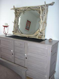 Miroir en bois flotté et meuble relooké