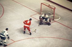 Great Hockey Photos You've Just Seen for the First Time! Hockey Goalie, Hockey Games, Ice Hockey, Vancouver Canucks, Olympia Stadium, Detroit Vs Everybody, La Kings Hockey, Hockey Pictures, Red Wings Hockey