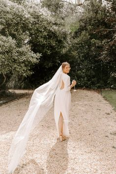 Bride, Francesca's veil blowing in the wind Photo: @romylawrencephotography