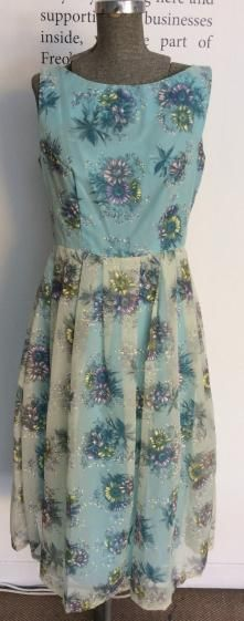 Round She Goes - Market Place - 1950s flower print dress