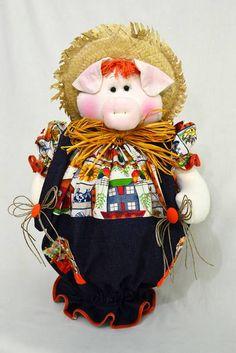 Produzido em tecido 100% algodão em padrão aleatório, conforme disponibilidade do mercado. Disponível nas cores: laranja, amarelo, vermelho, roxo/lilás, rosa/pink.O tempo para produzir a peça é uma estimativa, podendo ser combinado no ato do pedido. R$ 58,60 Pig Kitchen, Plastic Bag Holders, Barnyard Animals, Crochet Potholders, Pet Pigs, Love Sewing, My Scrapbook, Soft Sculpture, Miniature Dolls