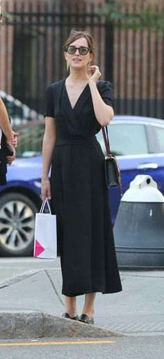 Dakota Johnson wows in elegant loose-fitting ensemble during NY outing - Gucci Loafer - Ideas of Gucci Loafer - Fifty Shades of Demure: Dakota Johnson 26 showed off her more demure side as she enjoyed a low-key day out in New York on Thursday Dakota Johnson Stil, Dakota Johnson Street Style, Dakota Style, Work Fashion, Fashion Outfits, Womens Fashion, Fashion Trends, Look Street Style, Fifty Shades