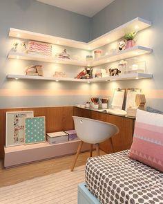 Encantada com os detalhes do home office desse quartinho gente autoria da arquiteta Fernanda Marques | @decorcriative