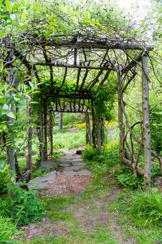 Structures A rustic pergola is one element of a naturalistic garden in Hastings, New York. — Arts & Crafts Homes and the Revival ✿A rustic pergola is one element of a naturalistic garden in Hastings, New York. — Arts & Crafts Homes and the Revival ✿ Landscape Curbing, Backyard Garden Landscape, Garden Pallet, Balcony Gardening, Garden Arches, Pallet Patio, Rustic Gardens, Outdoor Gardens, Outdoor Patios