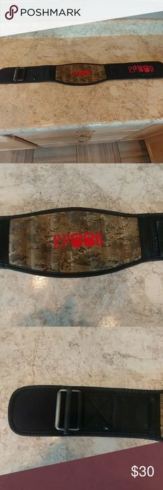 "2pood camo weightlifting belt size medium 32-36"" Camo 2pood Velcro weightlifting belt great for any weightlifting, CrossFit , strongman training. It has suited me well but don't use it anymore. It's in great shape and has a lot of life left in it. 2pood Accessories"