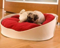 Le summum du cosy pour ce lit pour chien, sa forme enveloppante et ses coussins assurent maintien et protection lors des moments de repos et invitent aux câlins