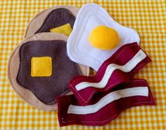 {Handmade for Kids Christmas: Felt Food Fun}  This is all adorable.  I love the idea of giving your little ones food to play with while you cook (if they are too little to help).