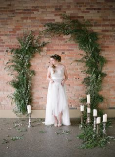 Around these parts, organic elegance is a style combo that never ceases to onset a swooning-fit. So whenAlmond Leaf Studiossent their version, including a $54,000 ring from Wick And Greenekept safe byThe Mrs. Box, we couldn't wait to add every beautiful