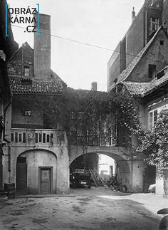 052 - Fotografie Staré Prahy Beautiful Buildings, Beautiful Places, Old Paintings, More Pictures, Czech Republic, Old Photos, Cities, Earth, Black And White