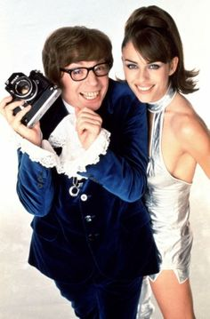"""MIKE MYERS with Elizabeth Hurley in """"Austin Powers: International Man of Mystery"""" (1997)"""