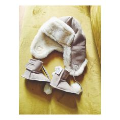 😍👶Baby hat and booties set in gray. 😊 Remember you can order from us all set in one color. We also have gloves and sheepskin vest and jackets. Shipping worldwide. Contact us for details 🙌#etsy #shopping #homesweethowe #homedecor #housewarming #love #jujube #handmade #photooftheday #baby #sheepskin #natural #healthy #childhoodunplugged #clickinmoms #candidchildhood #motherhoodrising #letthembelittle #momitforward #ig_motherhood #littleandbrave #magicofchildhood #thehappynow #mytinymoments