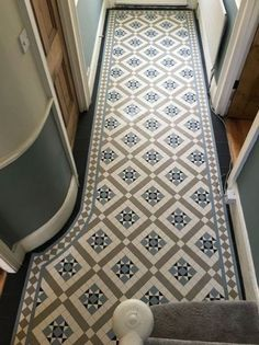 Your hallway should be able to deal with numerous tasks. He too will be no exception, with plenty of choice to showcase your own personal style and cr. - Cozy Victorian Small Hallway Floor Ideas - pinupi love to share Victorian Hallway Tiles, Victorian Mosaic Tile, Tiled Hallway, Victorian Flooring, Modern Hallway, 1930s Hallway, Edwardian Hallway, Upstairs Hallway, Entry Hallway