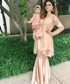 Stitching Styles Of Pakistani Dresses Beige Peplum Frock Mom Daughter Matching Outfits, Mommy Daughter Dresses, Mom And Baby Dresses, Baby Girl Dress Patterns, Mom Dress, Dresses Kids Girl, Girl Outfits, Fashion Outfits, Sarara Dress