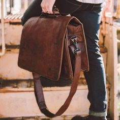 Everett Men's Vintage Leather Messenger Bag