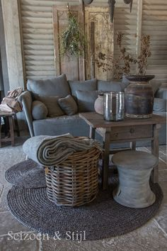(Season & Style) Rustikal Wohnen Raw Beauty Source by turbohedi Home And Deco, Cool Ideas, Home And Living, Decor Styles, Farmhouse Decor, Living Room Decor, Outdoor Furniture Sets, Family Room, Interior Decorating