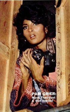 Ebony Magazine 1976 Pam Grier on the cover holding a camera. Black Actresses, Black Actors, Hollywood Actresses, Vintage Black Glamour, Vintage Beauty, Foxy Brown Pam Grier, Pam Grier 70s, Afro, Jackie Brown