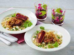 Valmista mehevät kasvispihvit punajuuresta! Paistettu sipuli viimeistelee punajuuripihvit. Tarjoa punajuuripihvit salaatin kera ateriana tai liharuoan lisäkkeenä.