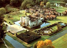 Hever Castle ~ Kent #guidesforbrides #castleweddingvenue #fairytalewedding venue