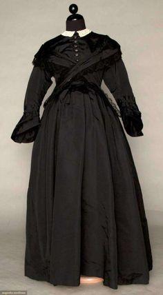 Maternity mourning dress      ca 1870