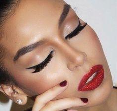 Elegante y sofisticada, ¿te gusta nuestra propuesta de maquillaje? 😍❤️
