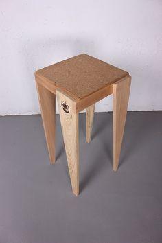lapetitemaison | Catálogo Taburetes confeccionados con madera de palet, con asiento en corcho, o con madera reciclada (tablero OSB, parquet de bambú, palet...)