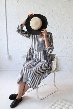 rennes Long Sleeve Meeting Dress Midi Stripe Linen More Supernatural Style Look Fashion, Fashion Outfits, Womens Fashion, Winter Stil, Inspiration Mode, Striped Linen, Yohji Yamamoto, Linen Dresses, I Dress