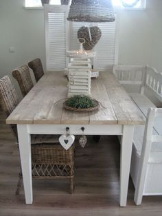Table with weathered top and white legs Kitchen Dinning Room, Dining Table, Patio Table, Home Decor Furniture, Kitchen Furniture, Cocinas Kitchen, Love Your Home, Scandinavian Living, Home And Deco