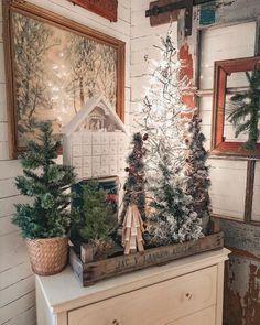 Christmas Topiary, Front Door Christmas Decorations, Christmas Farm, Cottage Christmas, Farmhouse Christmas Decor, Christmas Vacation, Rustic Christmas, Winter Christmas, Christmas Holidays