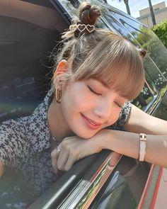 Lisa Lalisa Manoban Blackpink LISA Lisa Blackpink [lalalalisa_m] Kim Jennie, Kpop Girl Groups, Kpop Girls, Rapper, Lisa Blackpink Wallpaper, Kim Jisoo, Blackpink Lisa, Yg Entertainment, K Pop