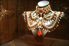 """At the NYC MET Opera house, if you enter the """"Maria Callas & Swarovski: Jewels on Stage"""" exhibit from the. Maria Callas, Jacques Perrin, Showgirl Costume, Jewellery Exhibition, Showgirls, Jewelry Trends, Costume Jewelry, Art Pieces, Swarovski"""