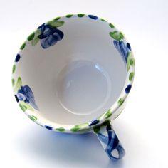 Tassen & Häferl der Familie VertBleu! Die Grün-Blaue Designfamilie von Unikat-Keramik. Das wohl einzigartigste Keramik Geschirr der Welt! Serving Bowls, Plates, Tableware, Unique, Design, Tea Cups, Blue Green, Tablewares, World