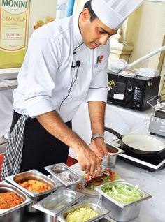 #SpaghettiKitchen's chef Amit Puri shows off some cool #lunchbox ideas to make mealtime at work exciting. Grab your #GoodFood July edition now.